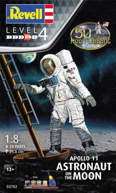 Revell Apollo 11 Astronaut on the Moon (50 Years Moon Landing) Gift Set 1:8 03702